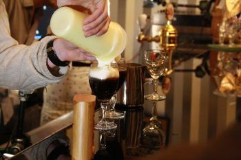Irish_coffee_prep