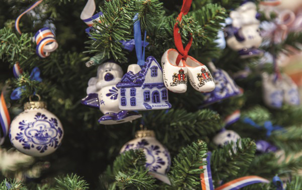 dutch-ornaments-christmas-tree-600px