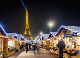 Eiffel-Tower-Christmas-Market-NB