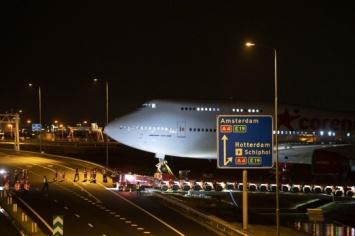 747-haul-across-road-cr