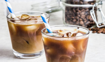 iced-coffee-short-blue-and-white-straws